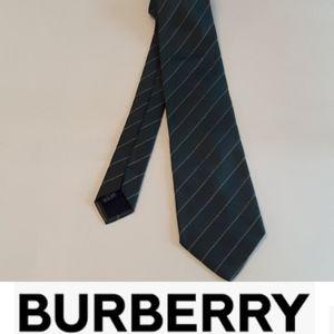 Burberry classic cut 100% silk logo green tie